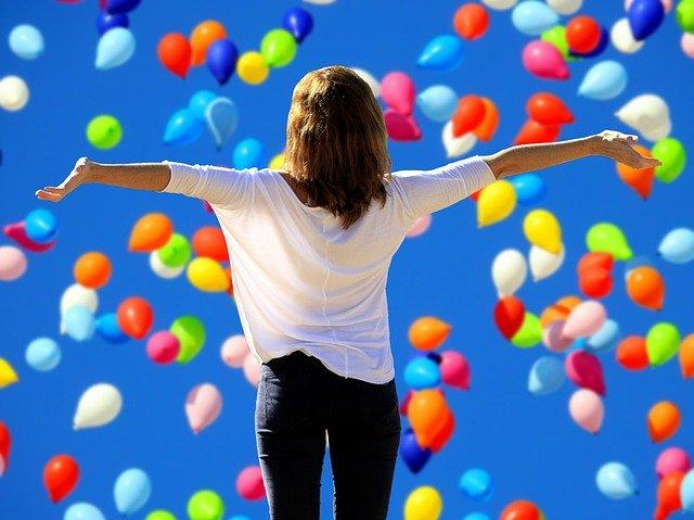 Frau Luftballons Bestellungen beim Universum wünschen